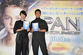 水川あさみ(左)、成宮寛貴(右) (C)2015 WARNER BROS. ENTERTAINMENT INC. AND RATPAC-DUNE ENTERTAINMENT LLC